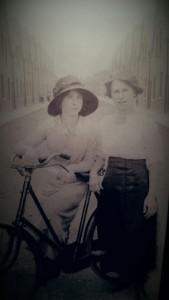 Photo-of-Mable-and-Lillian-McGylnn